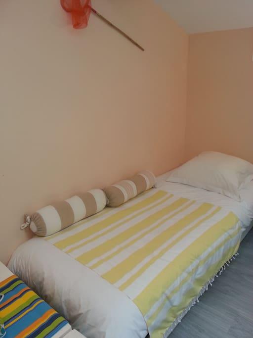 le 3 ème lit est 80x190cm