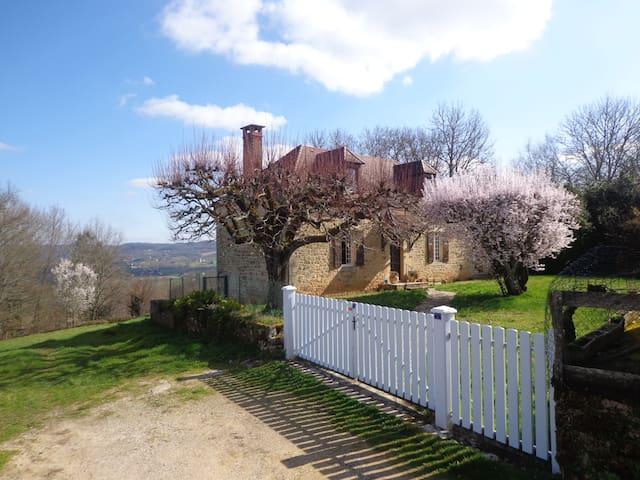 Superbe vue sur vallée de Dordogne! - Sainte-Mondane