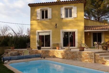 Villa duplex, spacieuse avec piscine - Aubagne - Villa