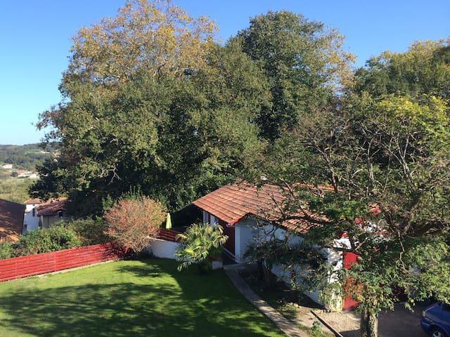 Maisonnette cosy,  terrasse, jardin - Pyrénées-Atlantiques - Hus