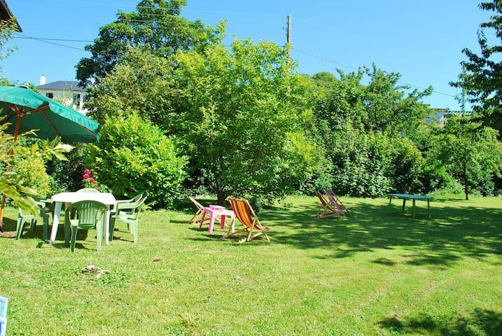 "Au calme ""Maison avec grand jardin"""