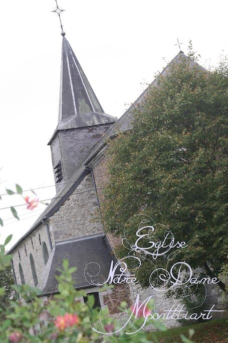 Eglise située devant le gîte