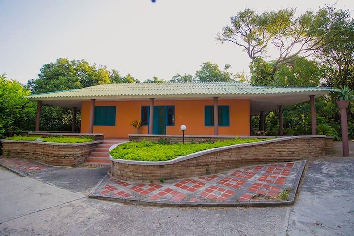 Granja Turistica Los Cocos - Santa Marta - Casa de campo