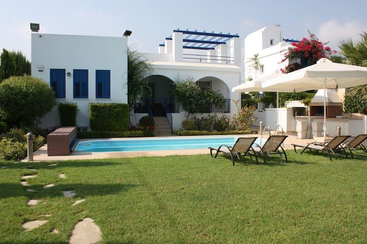 Beachfront Villa Latsi Pafos Cyprus - Poli Crysochous - วิลล่า
