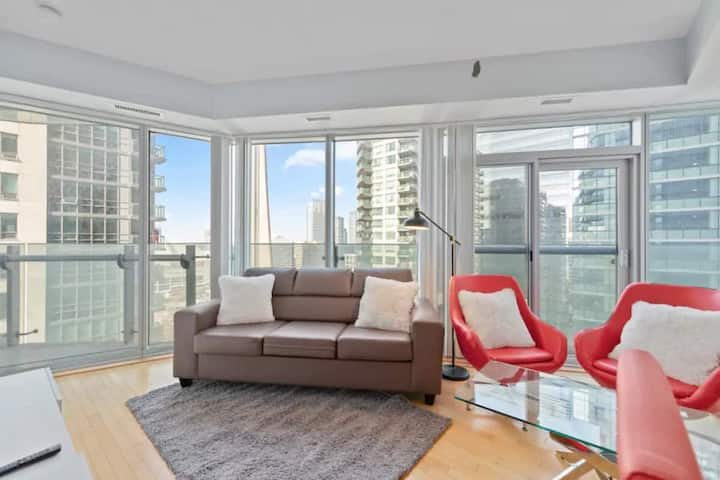 2 BR + 2 Bath + Parking - Jays, MTCC, CN Tower!