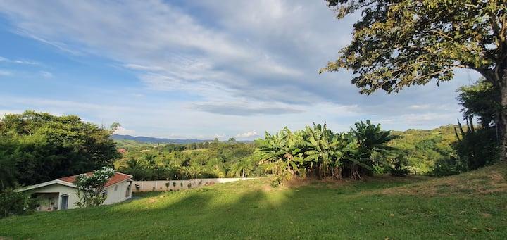 Local de paz, muita área verde e tranquilidade.