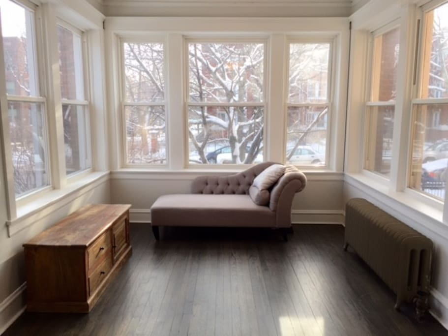 Sweet 2 Bedroom Condo In Uptown Apartments For Rent In Chicago Illinois United States