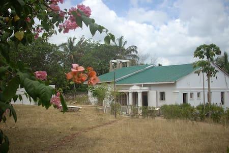 casa colonial muy aislada en plena naturaleza - Kwale - House