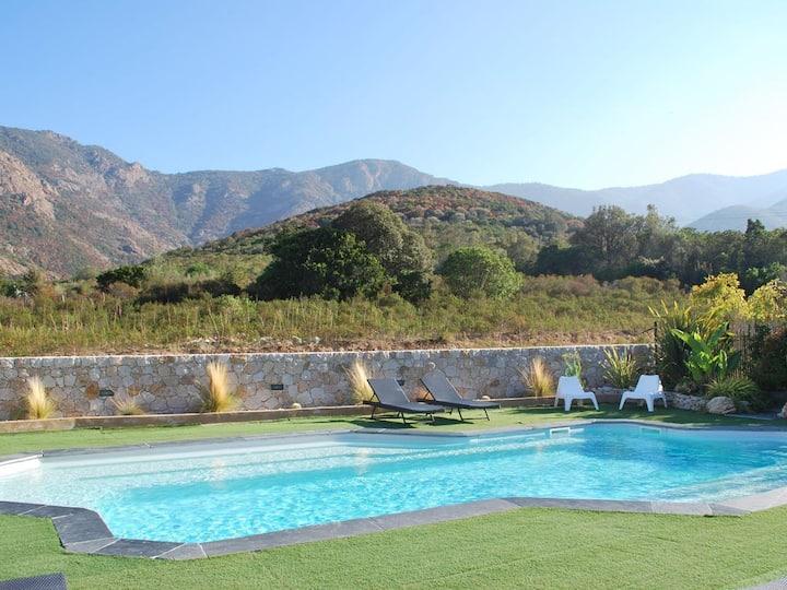 villa mitoyenne piscine privée, proche mer/rivière
