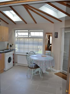 Gorgeous self contained apartment - Sutton Courtenay