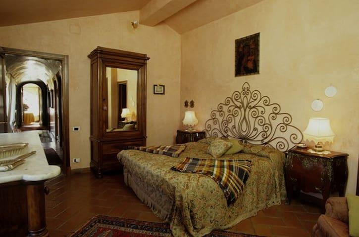 Camera Doppia Matrimoniale - Bagnaia -VITERBO - Bed & Breakfast