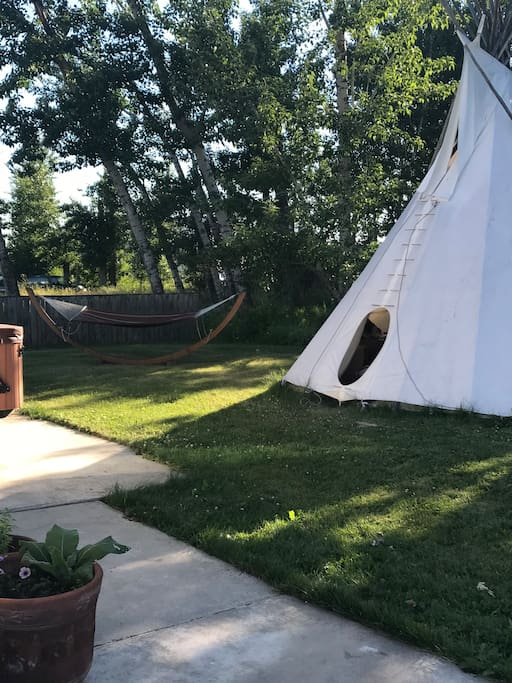 Backyard with Tipi, hammock and hot tub