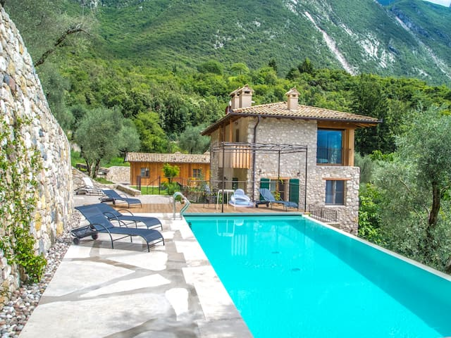 House wt Pool in the nature 10mins from the center - Malcesine - Hus