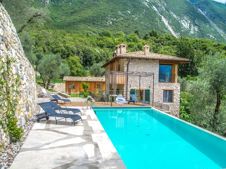 House wt Pool in the nature 10mins from the center