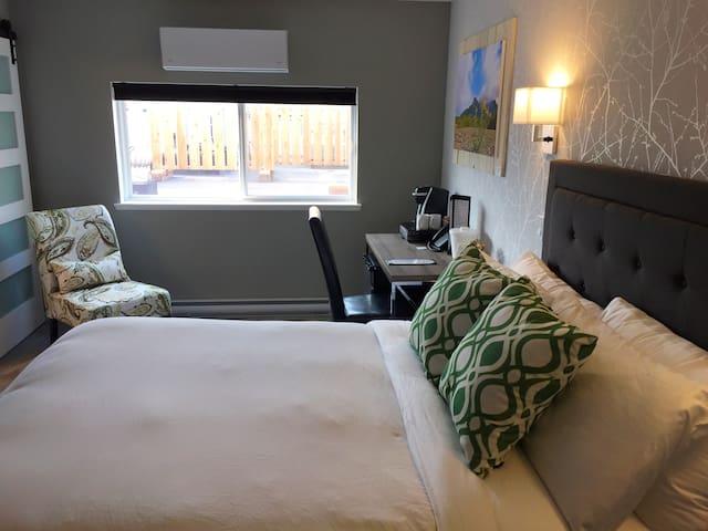 Bulkley Rental Suites - Queen Room 4