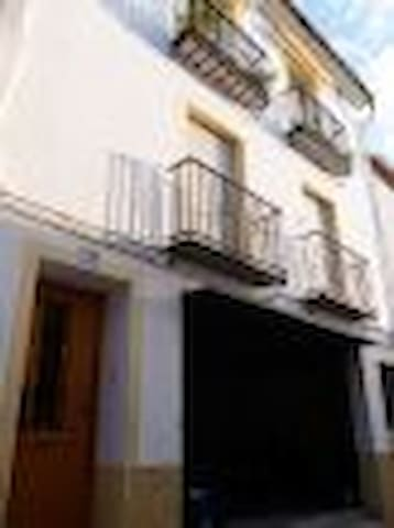 Modern Apartment sleeps 4 in tranquil & friendly - Facheca - Apartamento
