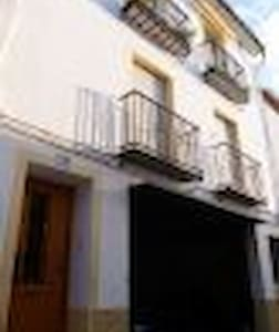 Modern Apartment sleeps 4 in tranquil & friendly - Facheca