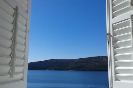 SEA VIEW APARTMENT BY THE SEA (2+1) - Seget Vranjica - Huoneisto
