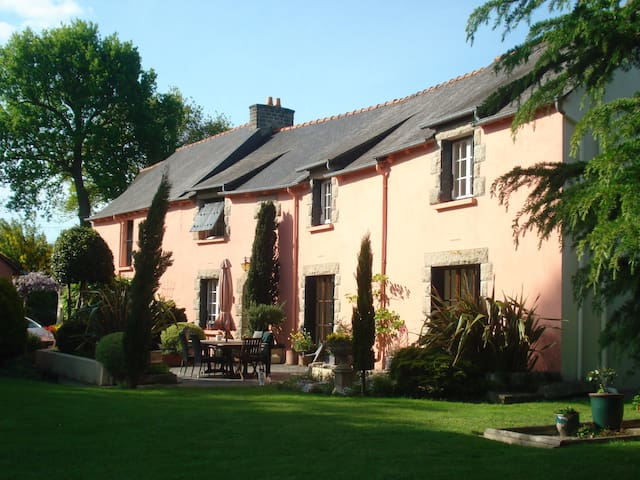 Charming gite, huge garden nr Dinan - Saint Juvat - Apartment