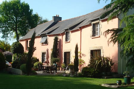 Charming gite, huge garden nr Dinan - Apartmen
