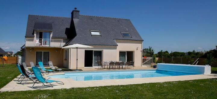 grande maison avec piscine bord mer