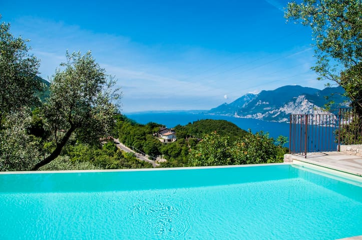 House-with Pool-in the peaceful nature - Malcesine - Hus