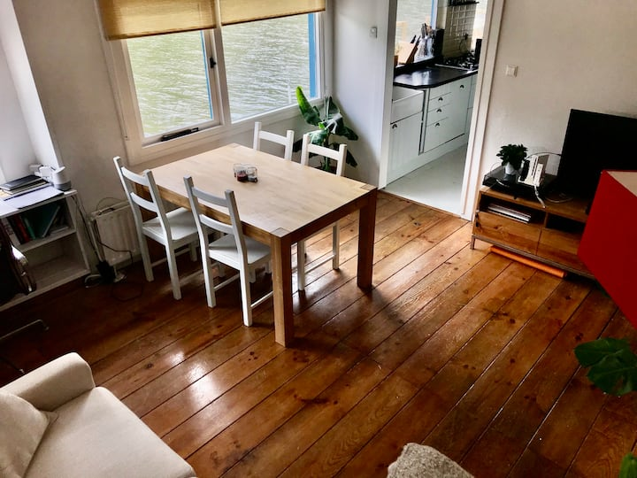 Cosy Houseboot in Amsterdam Oost