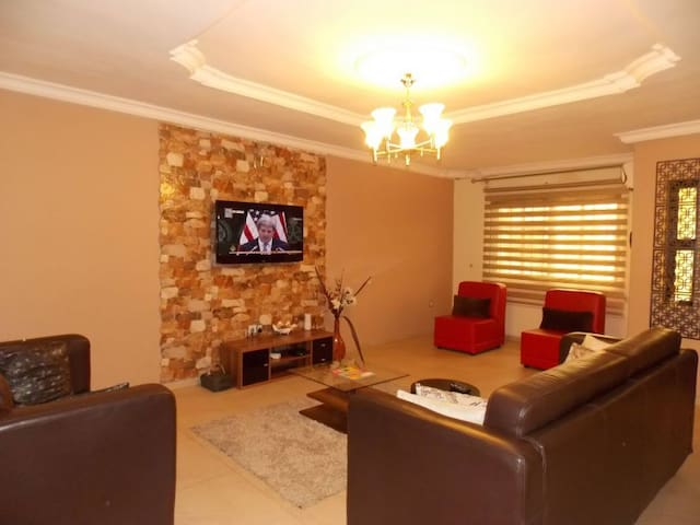 Fola's Place - Short Lets in Ikeja - Lagos - Huoneisto