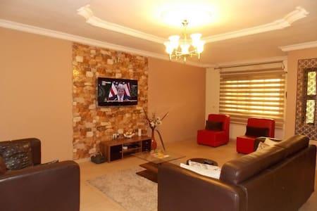Fola's Place - Short Lets in Ikeja - Lagos - Apartamento