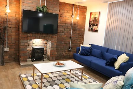 Duplex apartment for group stay. Netflix/Parking