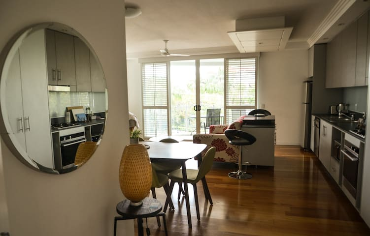 Superb 2 bedroom apartment next to the river