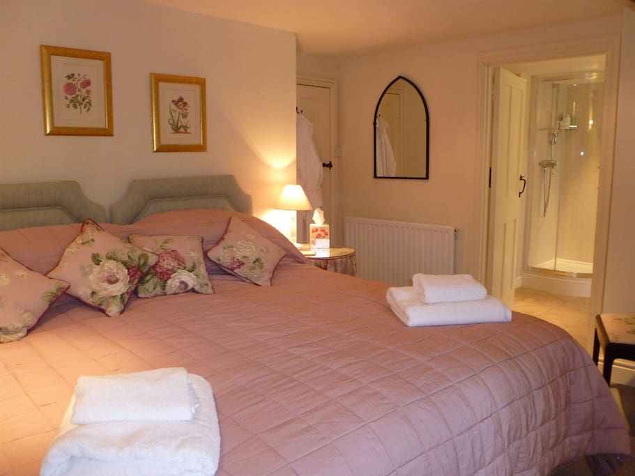 Twin Ensuite Pink Room Double Occupancy