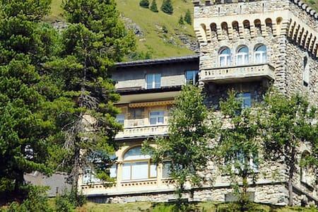 Sonnige Wohnung im Schloss in den Bündner Alpen - Davos - Appartement en résidence