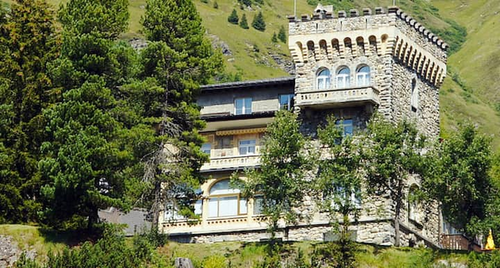 Sunny apartment in a castle in the Swiss Alps
