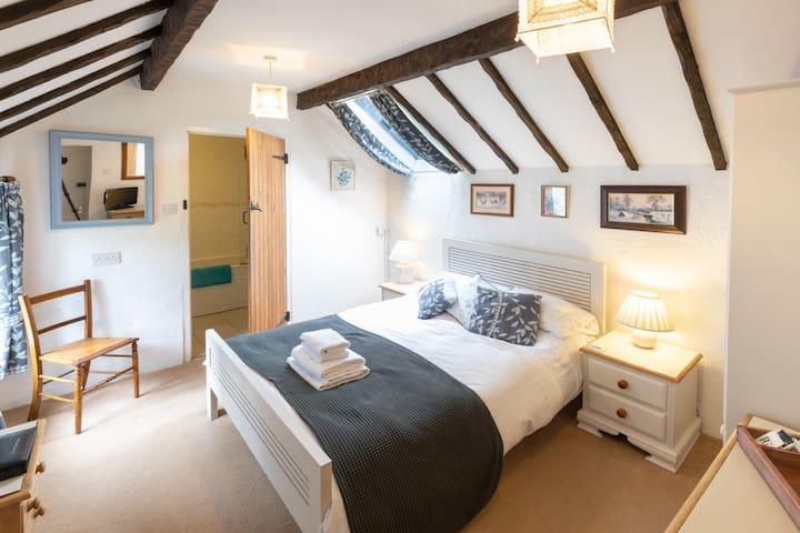 The Hen Loft - double room with bath