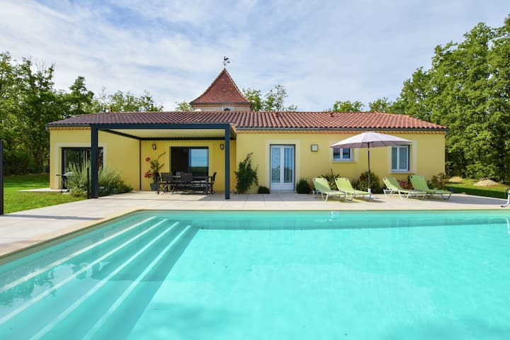Delightful Holiday Home in Gindou with Private Swimming Pool
