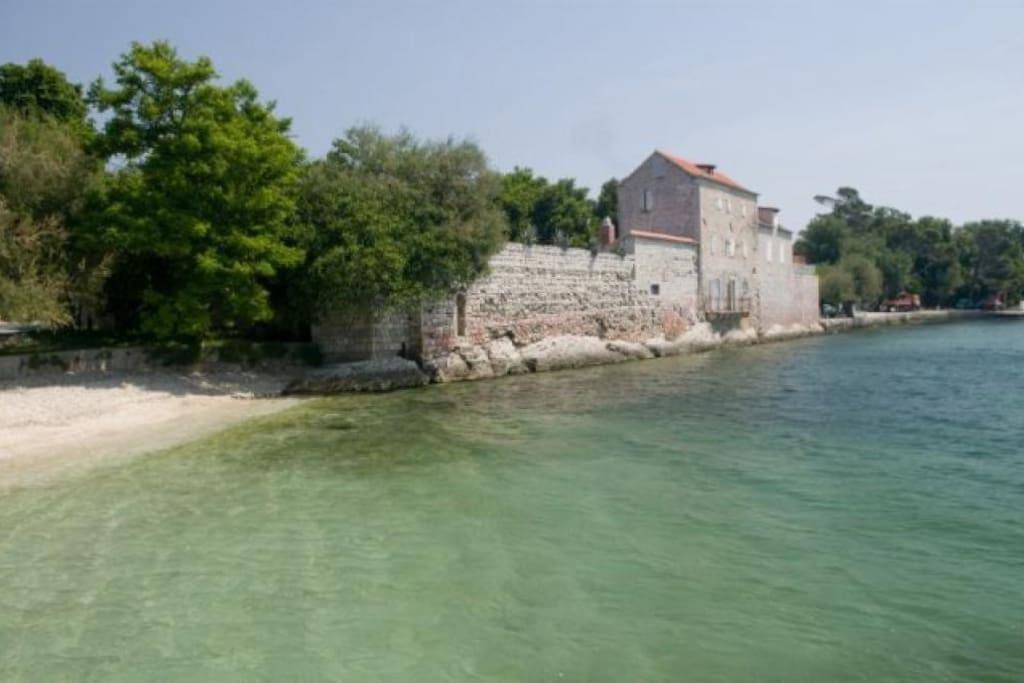 Castle Rusinac in Kastel Luksic