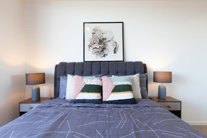 Master Bedroom w Ensuite