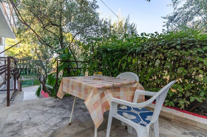 Studio Apartment, seaside in Arbanija (Ciovo)
