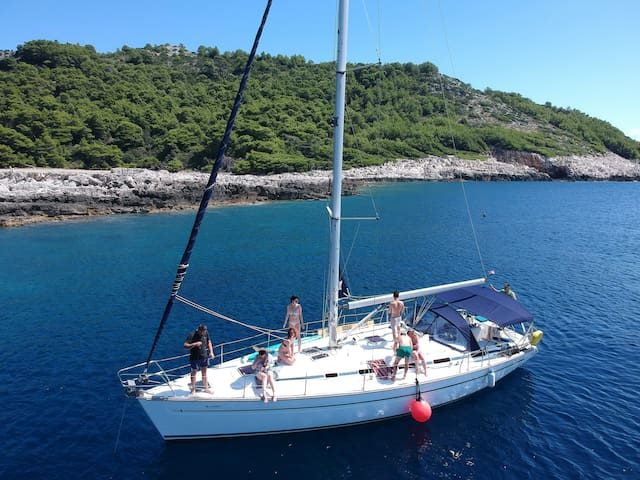 Malvazija unique 4BR sailboat in Dubrovnik