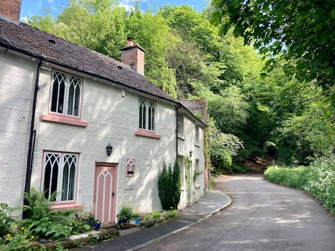 Quaint and Cosy Cottage