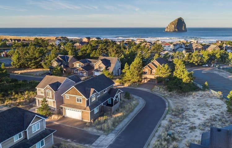 Spacious Coastal House Close to Beach and Brewery!