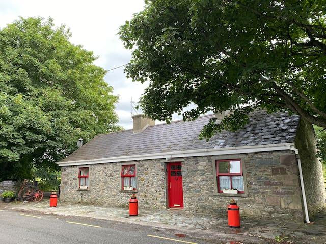 5* Traditional Irish Sheep Farm Cottage Ring of Ky