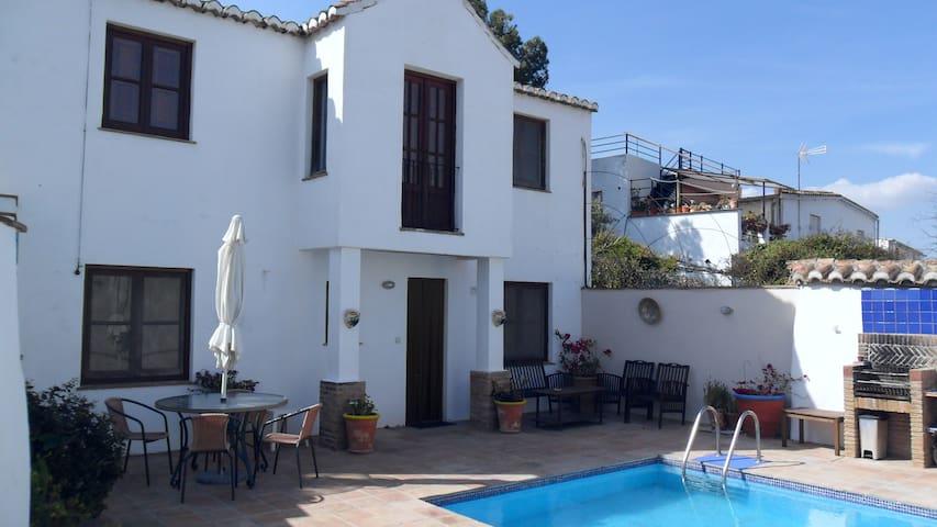 La Vista (2 bedrooms) =  Casas Montserrat - Pinos del Valle - Hus