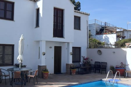La Vista (2 bedrooms) =  Casas Montserrat - Pinos del Valle