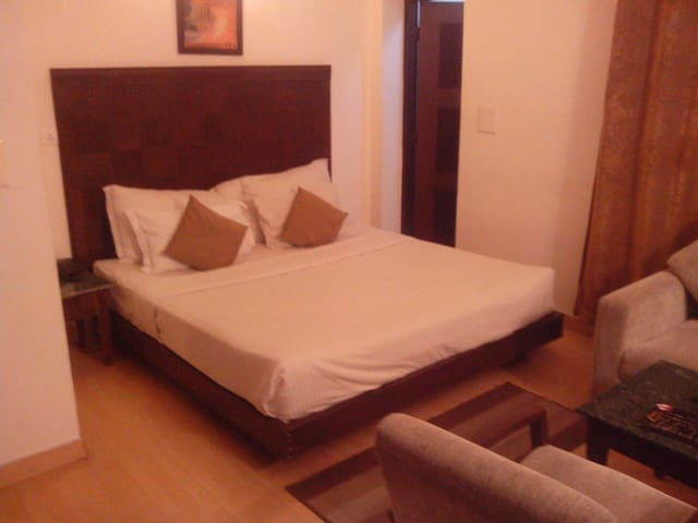 Luxury Suite with a private jacuzzi - Kasauli