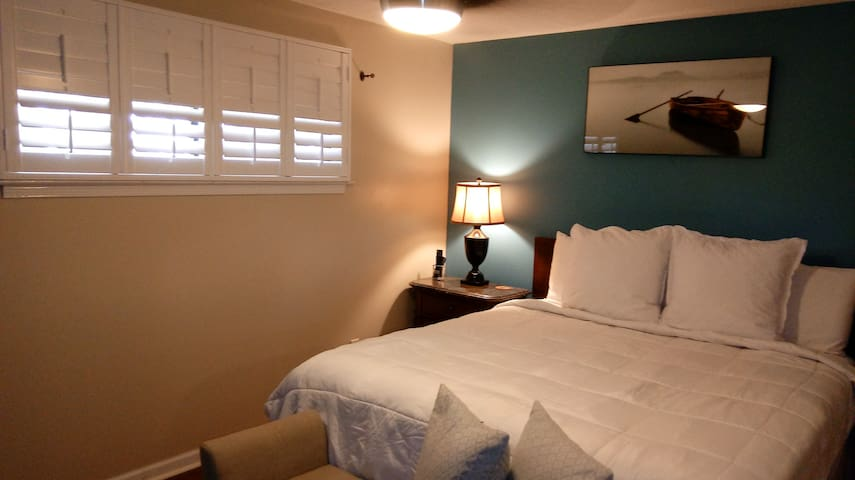 CLEAN  COMFORTABLE EAST MONTGOMERY KING SUITES