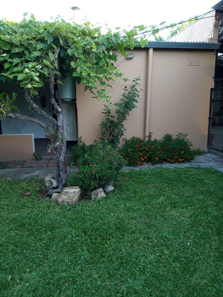 Hermoso apartamento con jardin, centrico 1