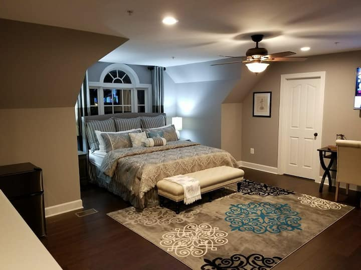 Osbouza Estate - Owners Suite 1200 sqft