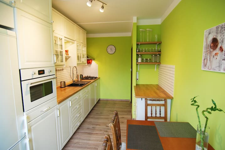 Beautiful Sunny Apartment with balcony all4you -L